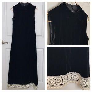 Vtg 1960s Black Velvet Crochet Trim A-Line Dress 2